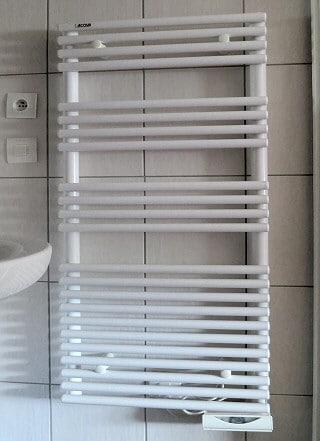 Radiateur bain d 39 huile pour salle de bain comparatif et Radiateur electrique salle de bain